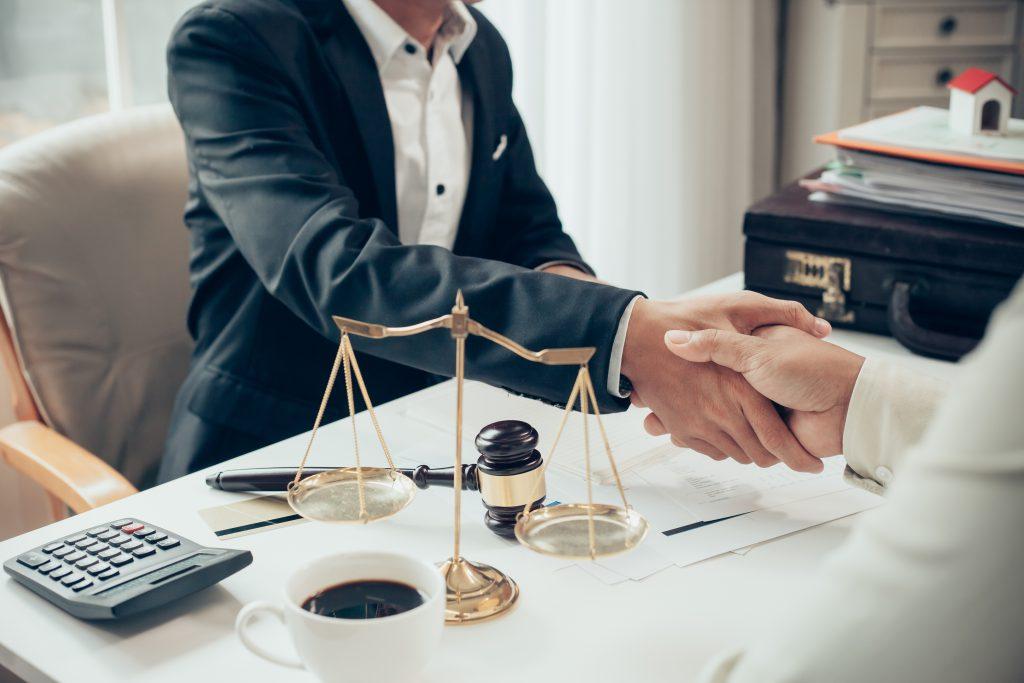 In een echtscheiding? Schakel een goede advocaat in